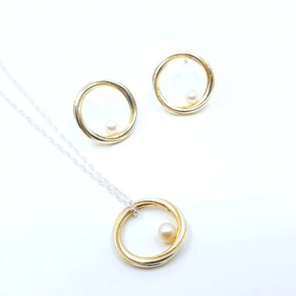 Silver and pearl jewellery set