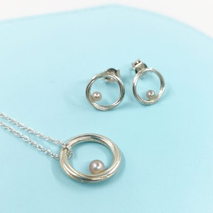 Silver and pink pearl jewellery set